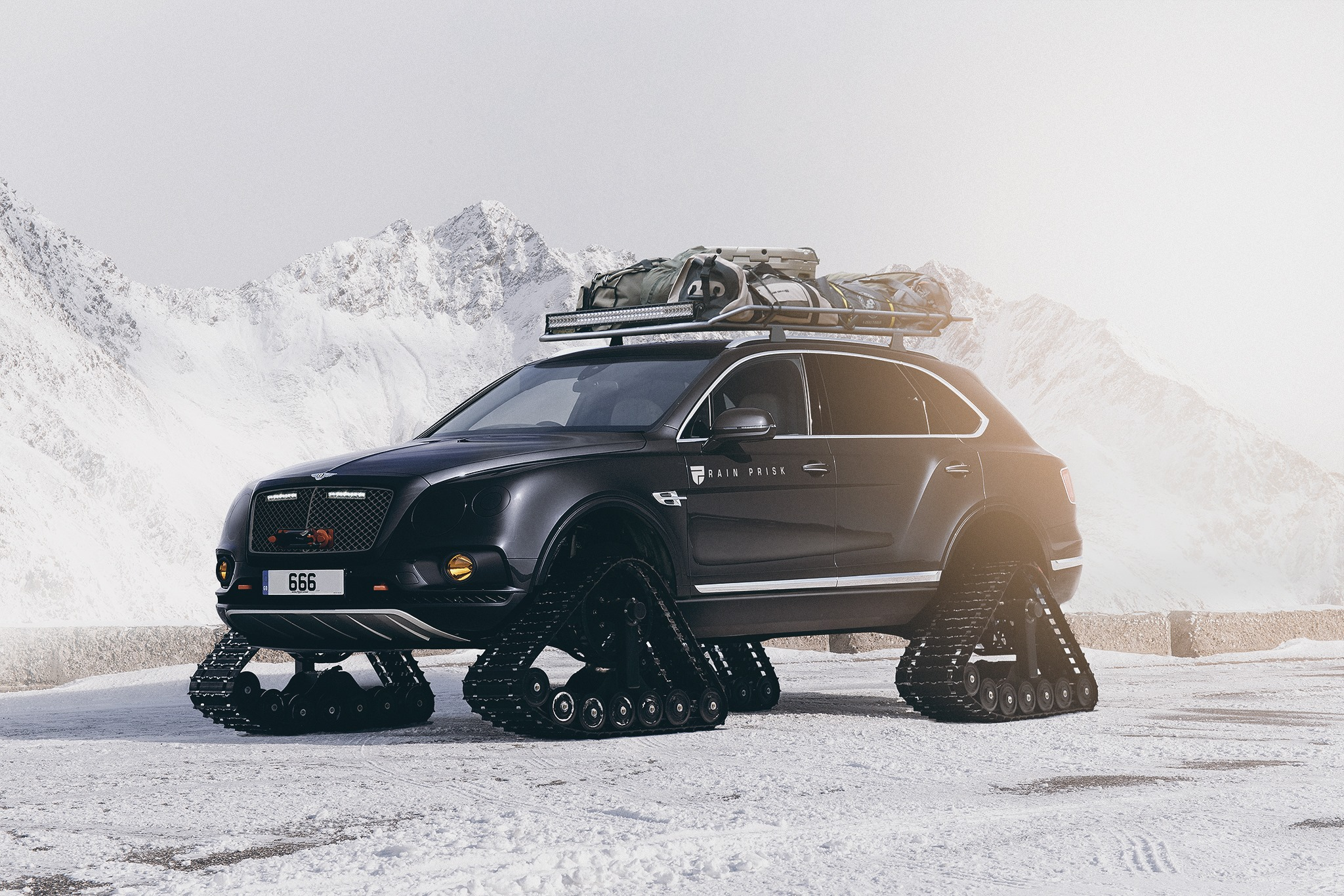 bentley bentayga with tracks looks like an alpine adventure waiting to happen autoevolution. Black Bedroom Furniture Sets. Home Design Ideas