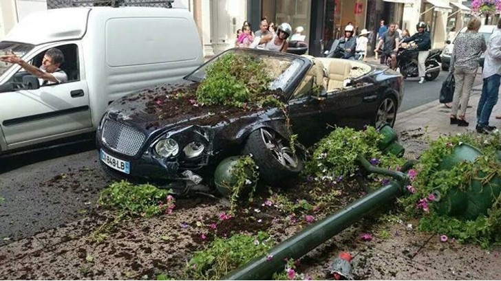bentley has firstworld crash in cannes autoevolution