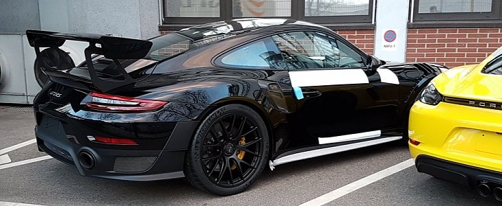 black 2018 porsche 911 gt2 rs is darth vader 39 s track car autoevolution. Black Bedroom Furniture Sets. Home Design Ideas