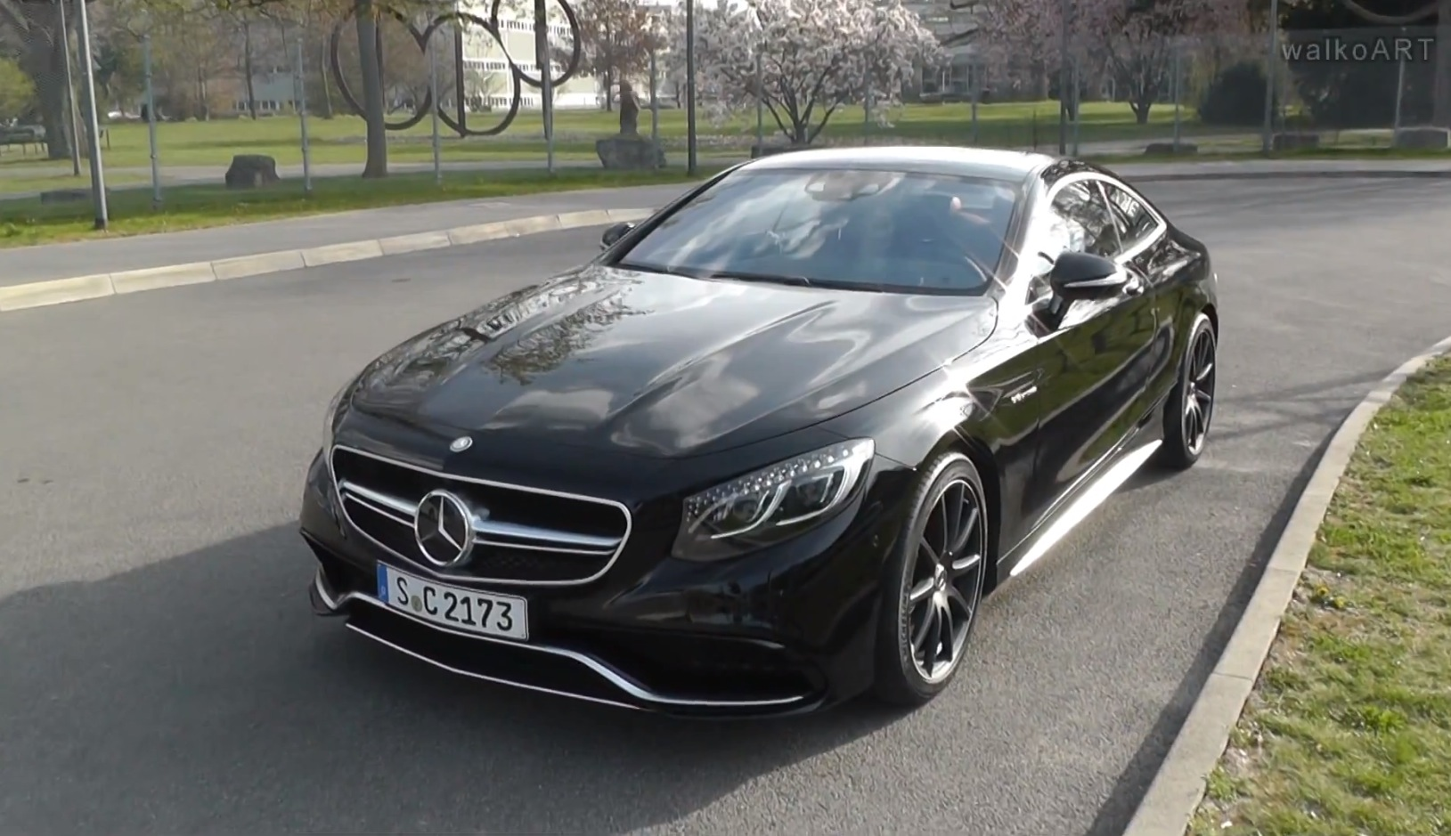 black s 63 amg coupe c217 spotted on the street video. Black Bedroom Furniture Sets. Home Design Ideas