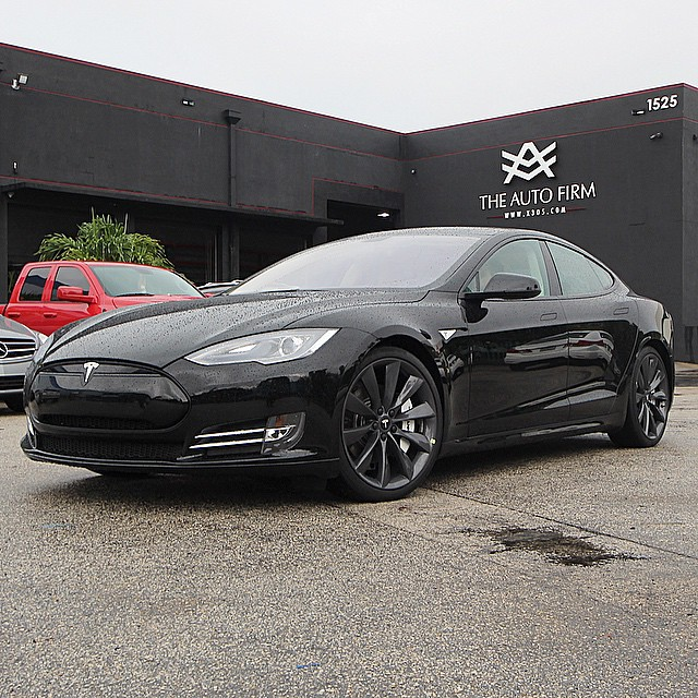 blacked out tesla model s says a lot about how the ev market is