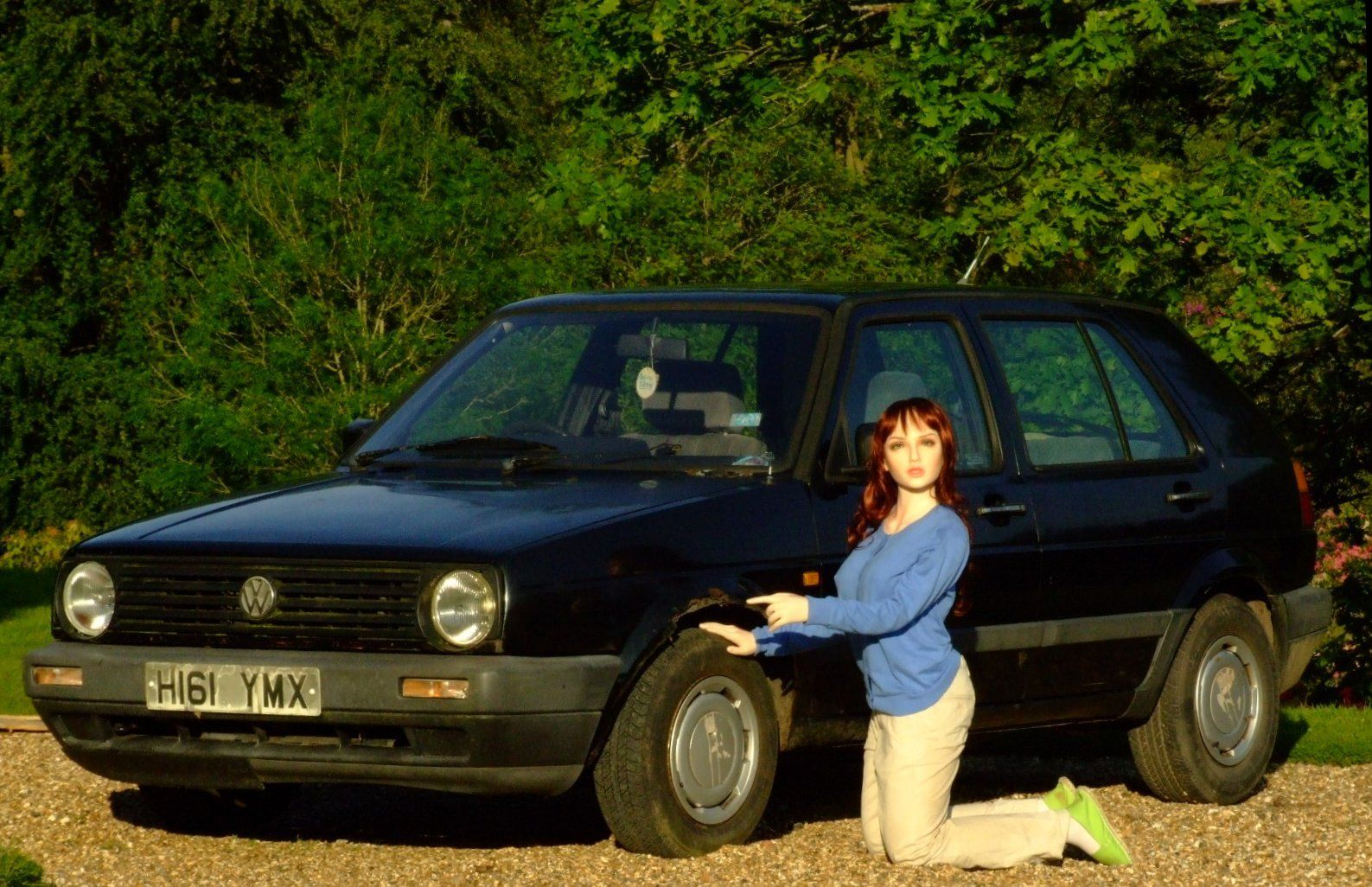 blow up doll used to sell old vw golf on ebay autoevolution. Black Bedroom Furniture Sets. Home Design Ideas