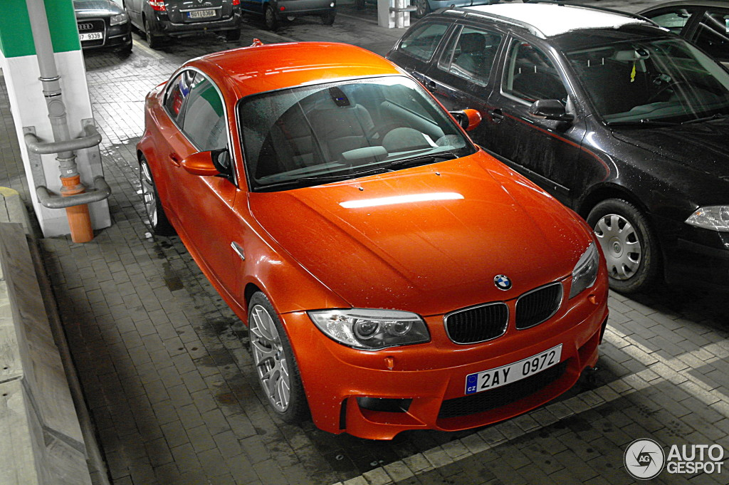 bmw 1m coupe spotted looking great in the czech republic autoevolution. Black Bedroom Furniture Sets. Home Design Ideas