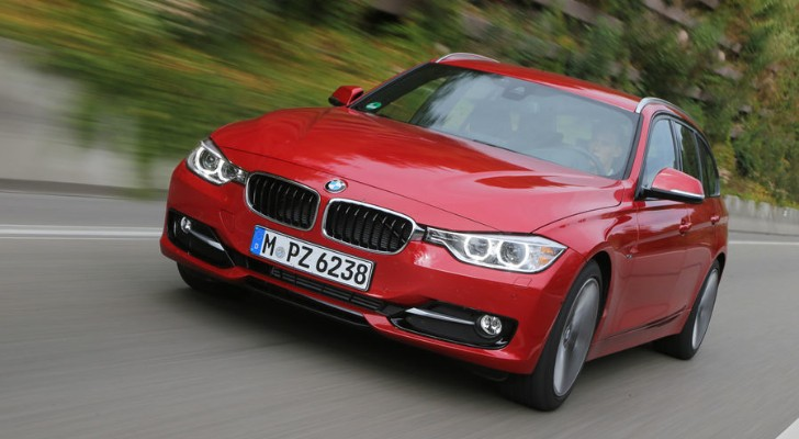 BMW 320d Touring Review by AutoMotorUndSport