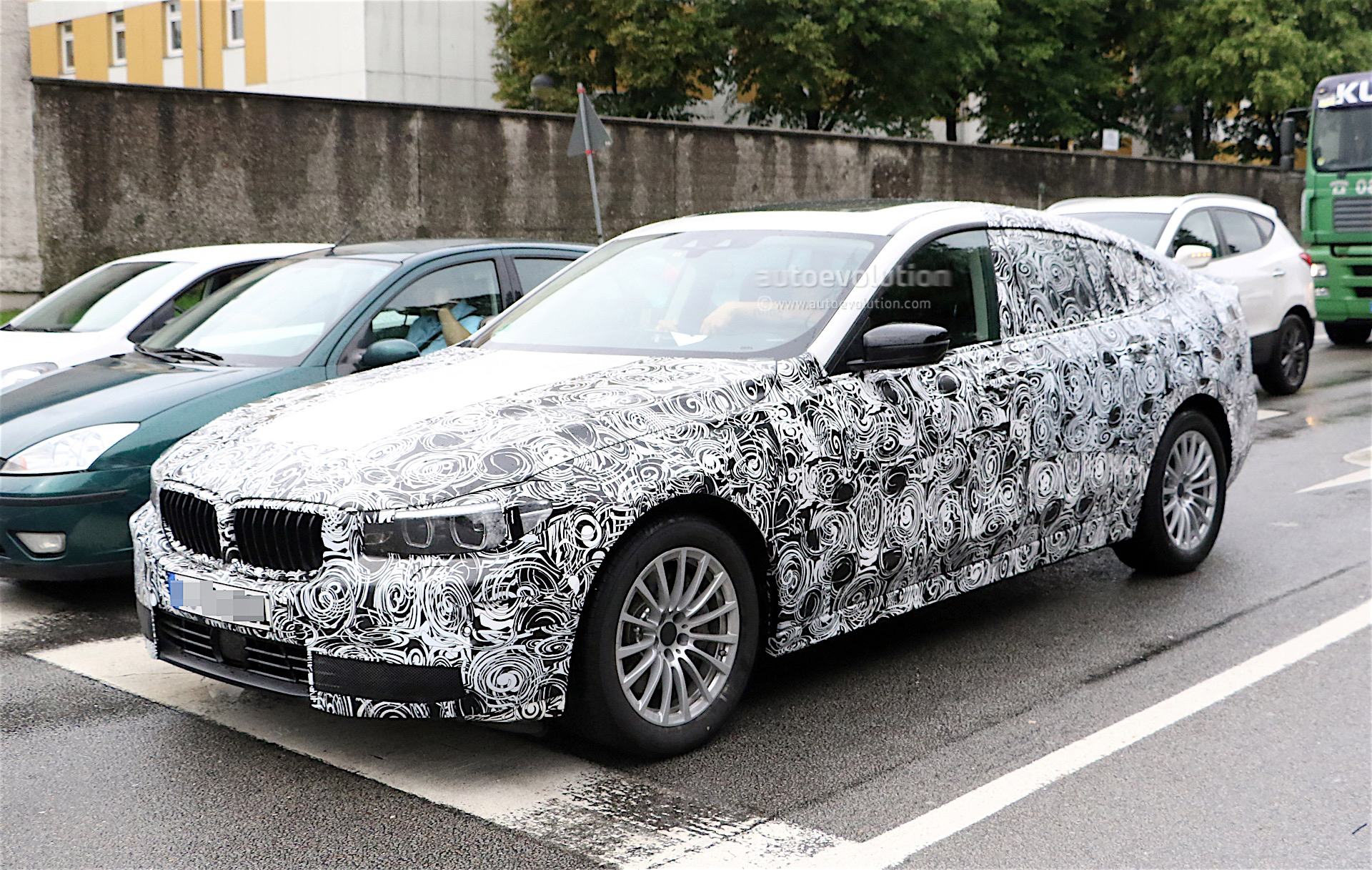 2018 bmw 5 series gt spied again we get a glimpse of the interior autoevolution. Black Bedroom Furniture Sets. Home Design Ideas