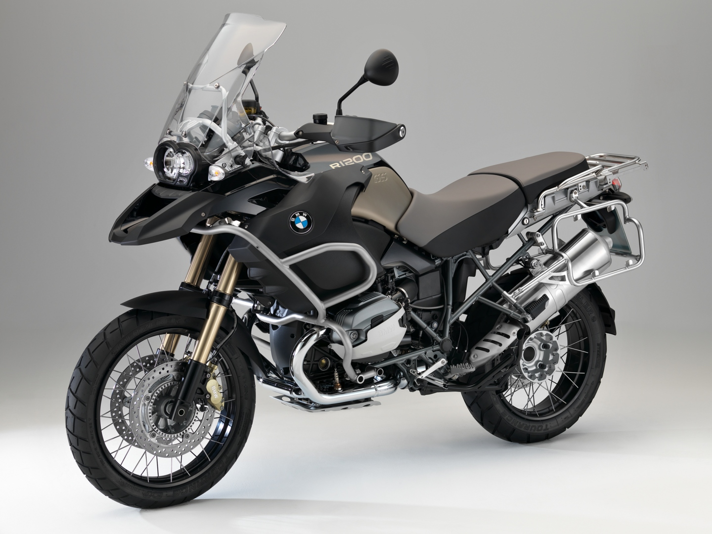 bmw decides the three 90th anniversary bikes autoevolution. Black Bedroom Furniture Sets. Home Design Ideas