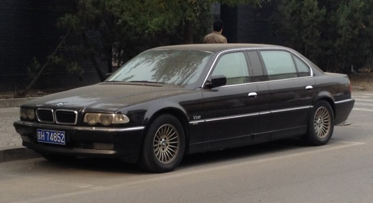 BMW E38 L7 Stretch Limo Spotted in China