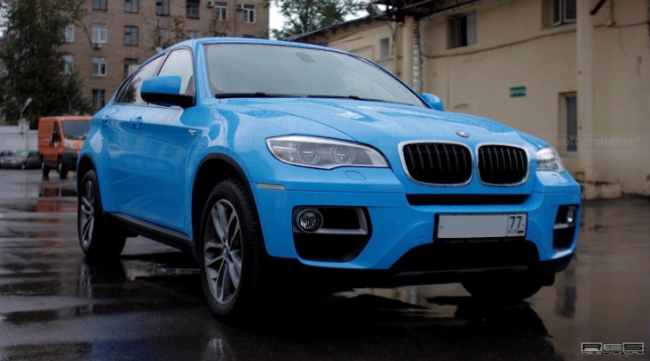 BMW E71 X6 Is a Blue Smurf in Russia [Photo Gallery]