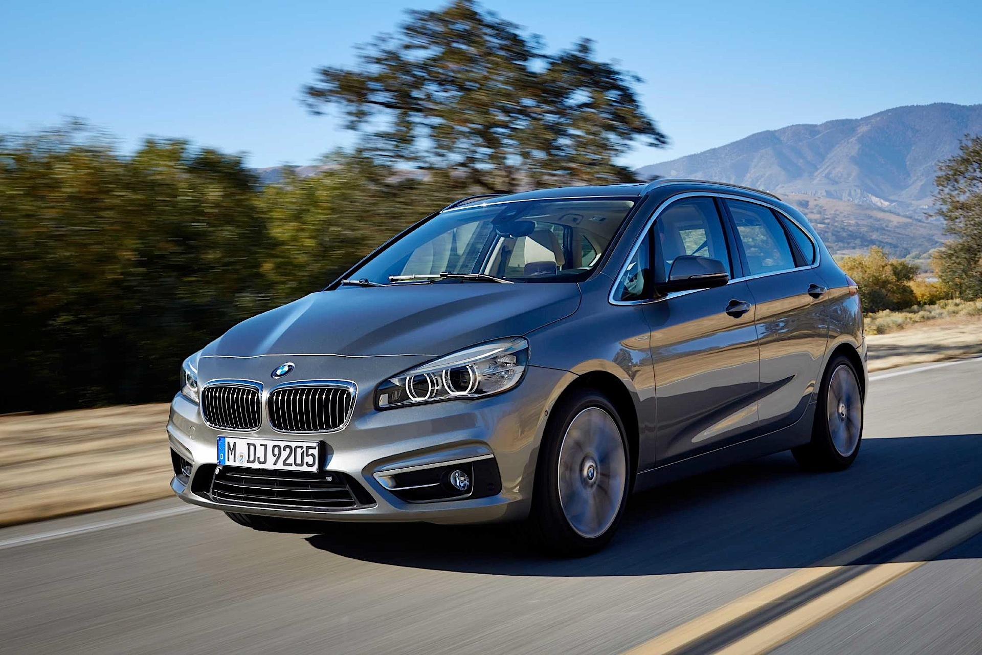 bmw expands 2 series active tourer range with 220i 216d 220d and xdrive models autoevolution. Black Bedroom Furniture Sets. Home Design Ideas