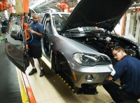 BMW X5 assembly line - photo