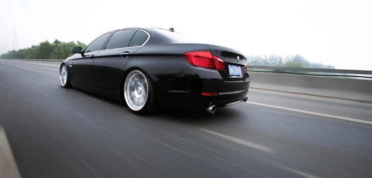 BMW F10 5 Series Rides Low on Vossens in China [Video]