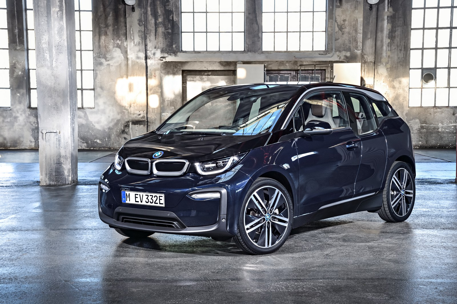Bmw Freezes U S Sales Of The I3 Electric Hatch And Issues Country