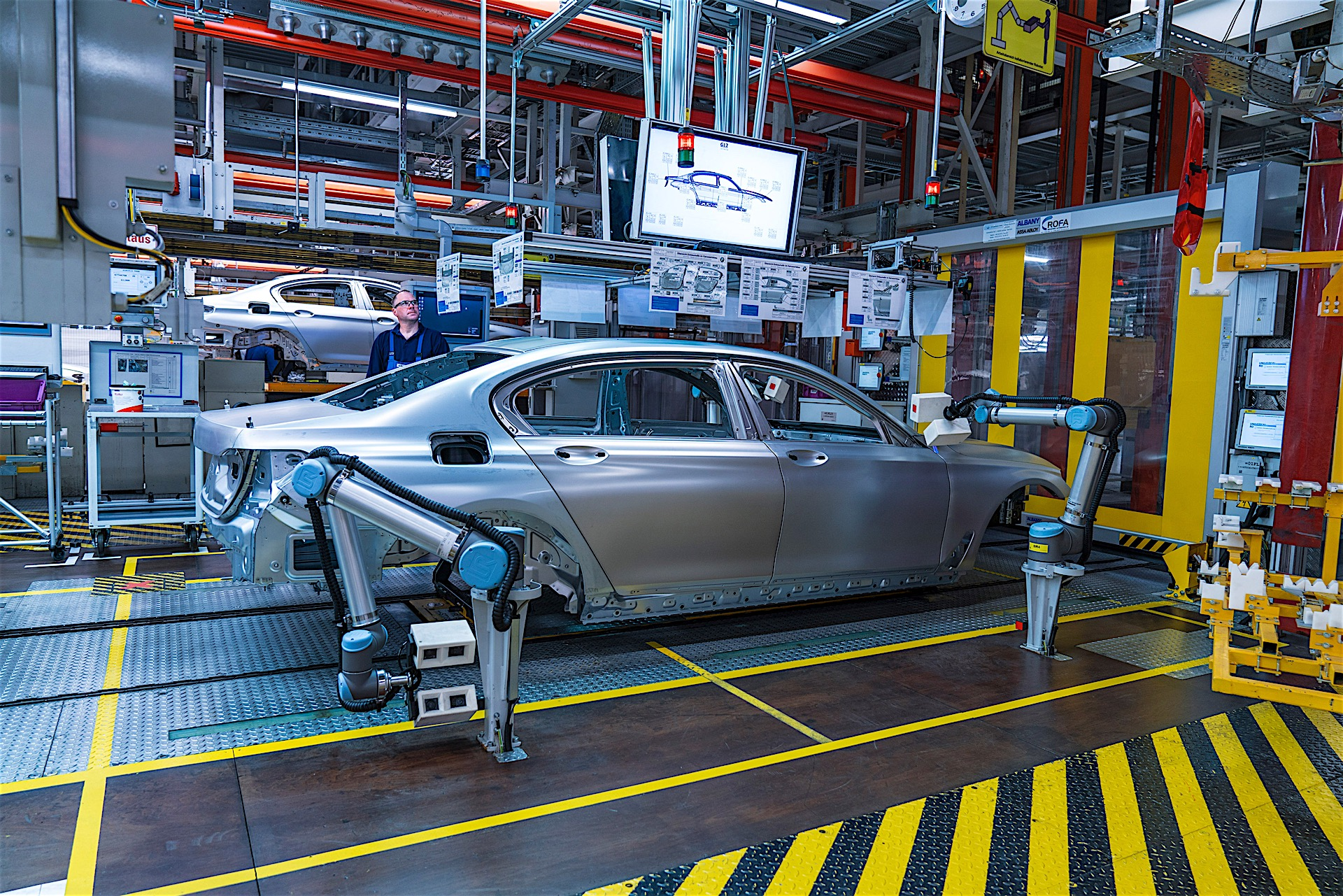 Bmw Group Shows Off Fancy Robots In Its Factories Humans Will Still Have Jobs Autoevolution