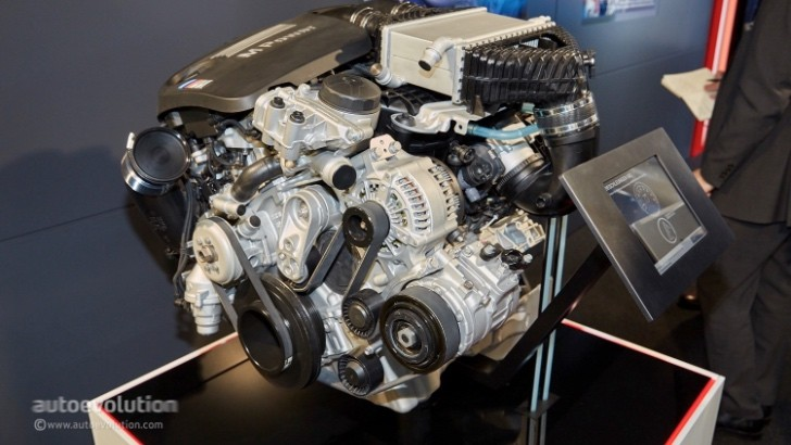 BMW Has The M4 Safety Caru0027s Water Injection Cooled Engine On Display In  Geneva   Autoevolution