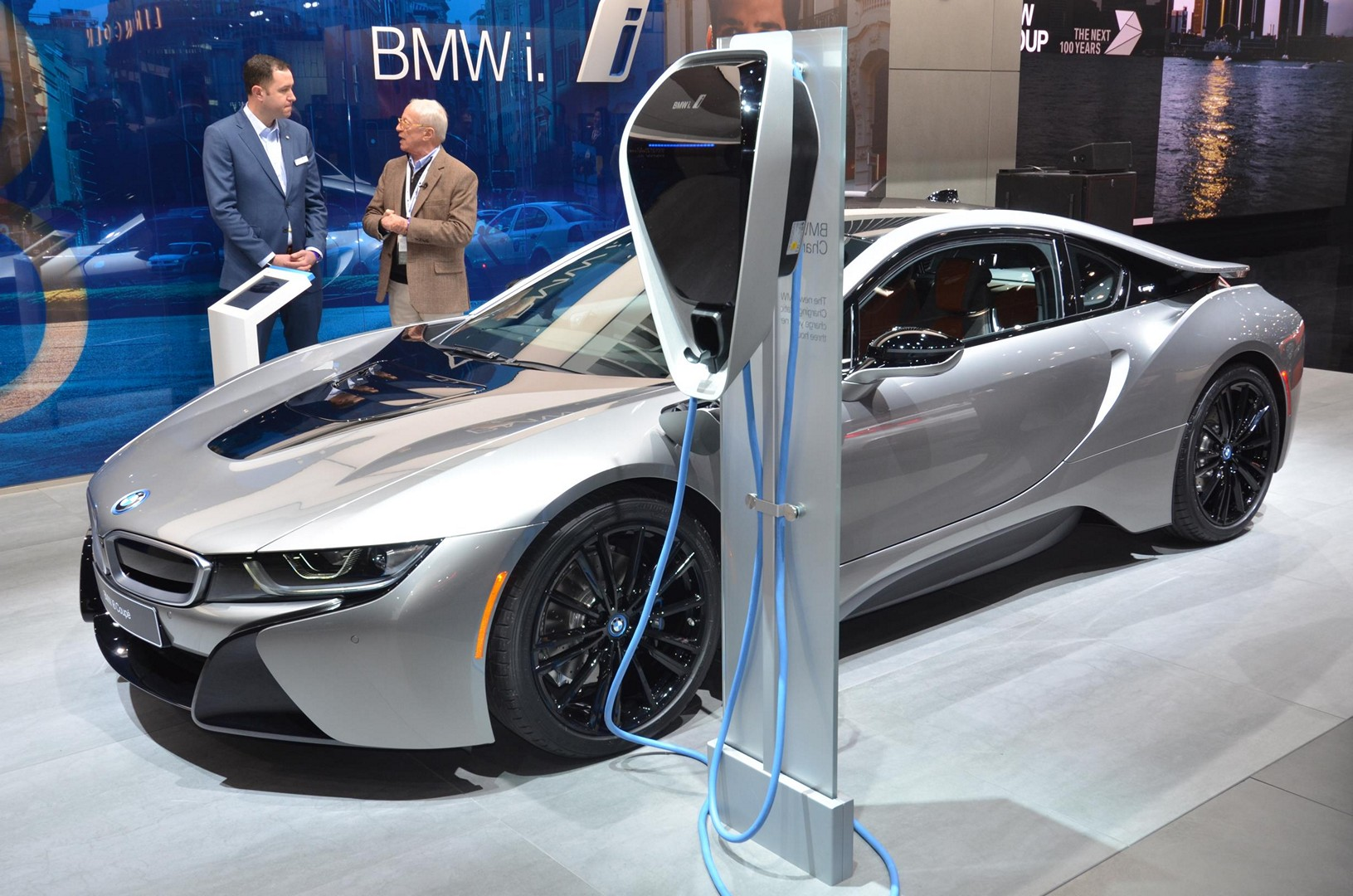 Bmw I8 Facelift Says Hello And Goodbye In Detroit Autoevolution