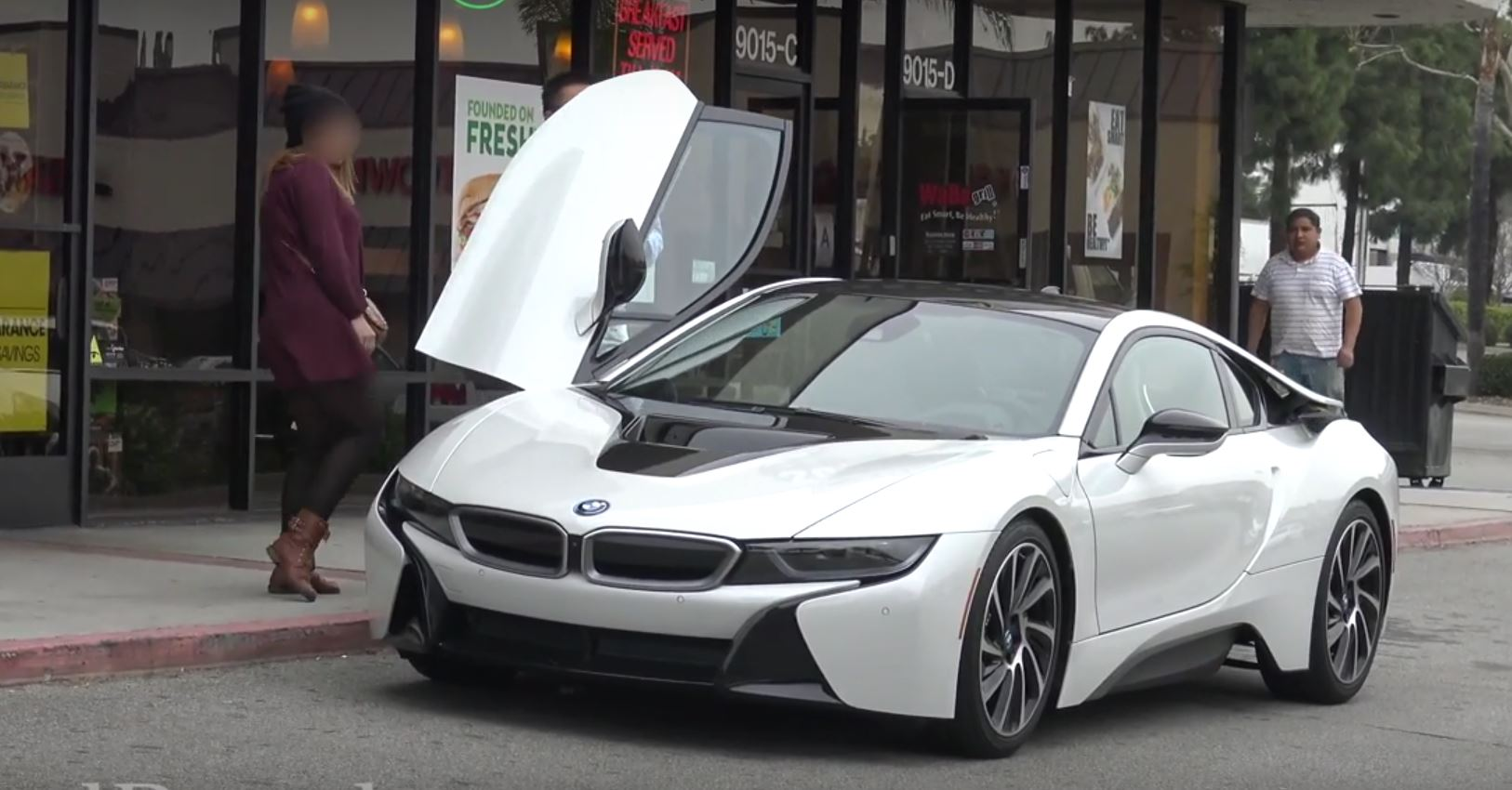 Bmw I8 Gold Digger Prank Proves S Like Doors That Go Up