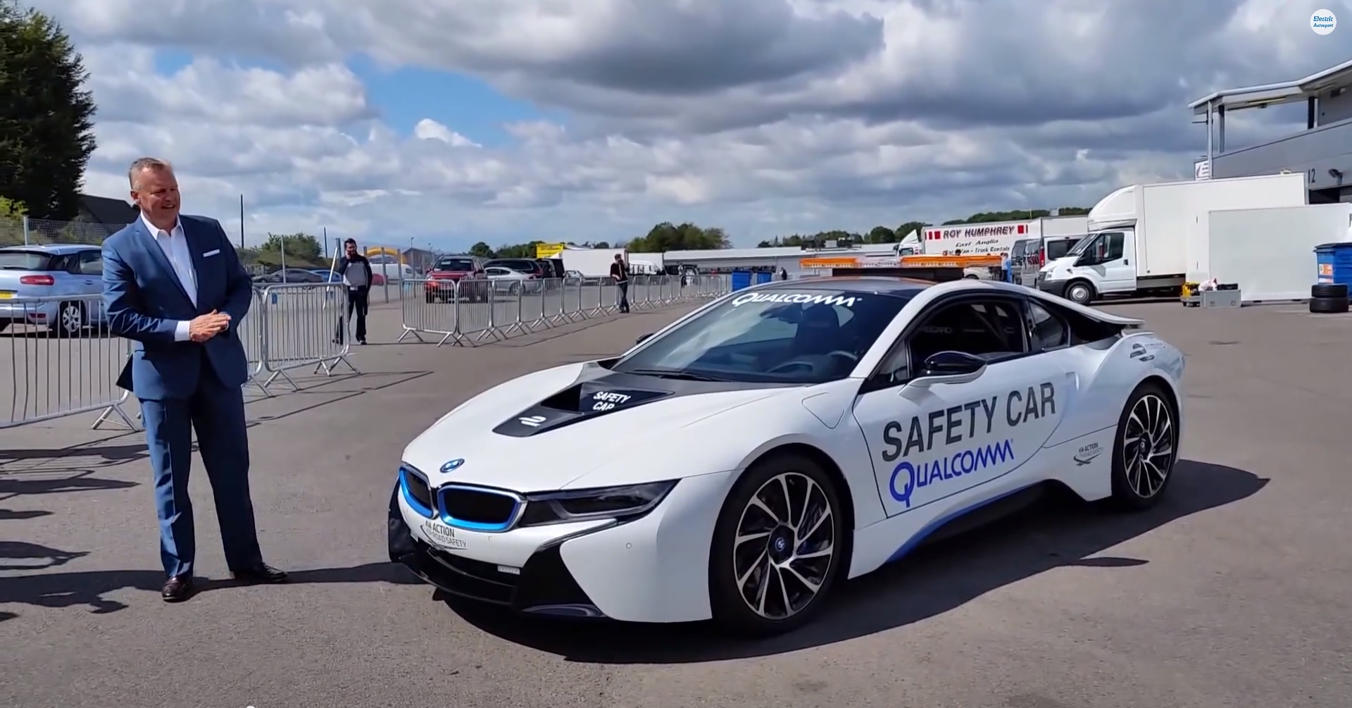 bmw i8 is the new formula e safety car autoevolution. Black Bedroom Furniture Sets. Home Design Ideas