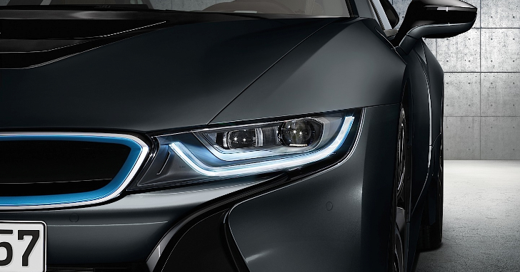 BMW i8 Is the Worlds First Car to Have Laser Headlights