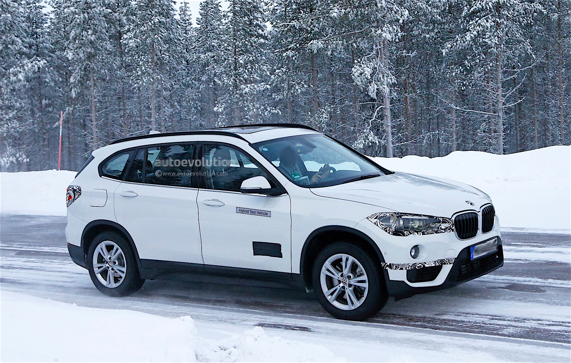 bmw is testing a plug in hybrid x1 that looks production ready spyshots reveal autoevolution. Black Bedroom Furniture Sets. Home Design Ideas
