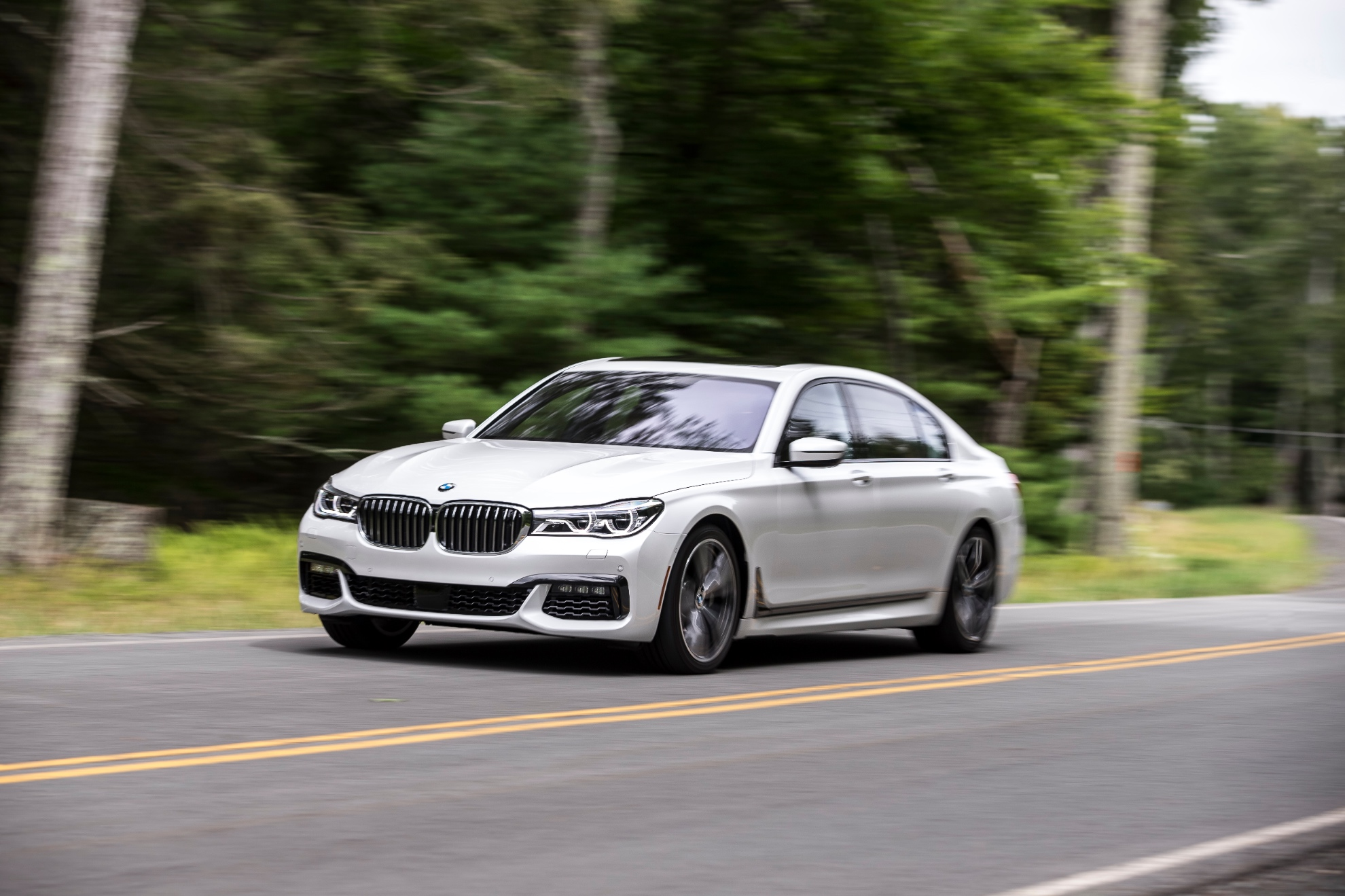 bmw issues stop sale for certain my2016 7 series in the us for airbag recall autoevolution. Black Bedroom Furniture Sets. Home Design Ideas