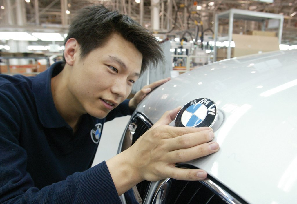 Bmw Overtakes Toyota As World S No 1 Car Brand
