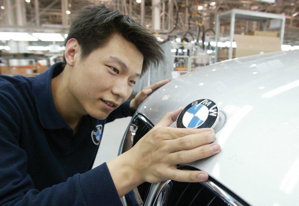 Bmw Overtakes Toyota As World S No 1 Car Brand Autoevolution