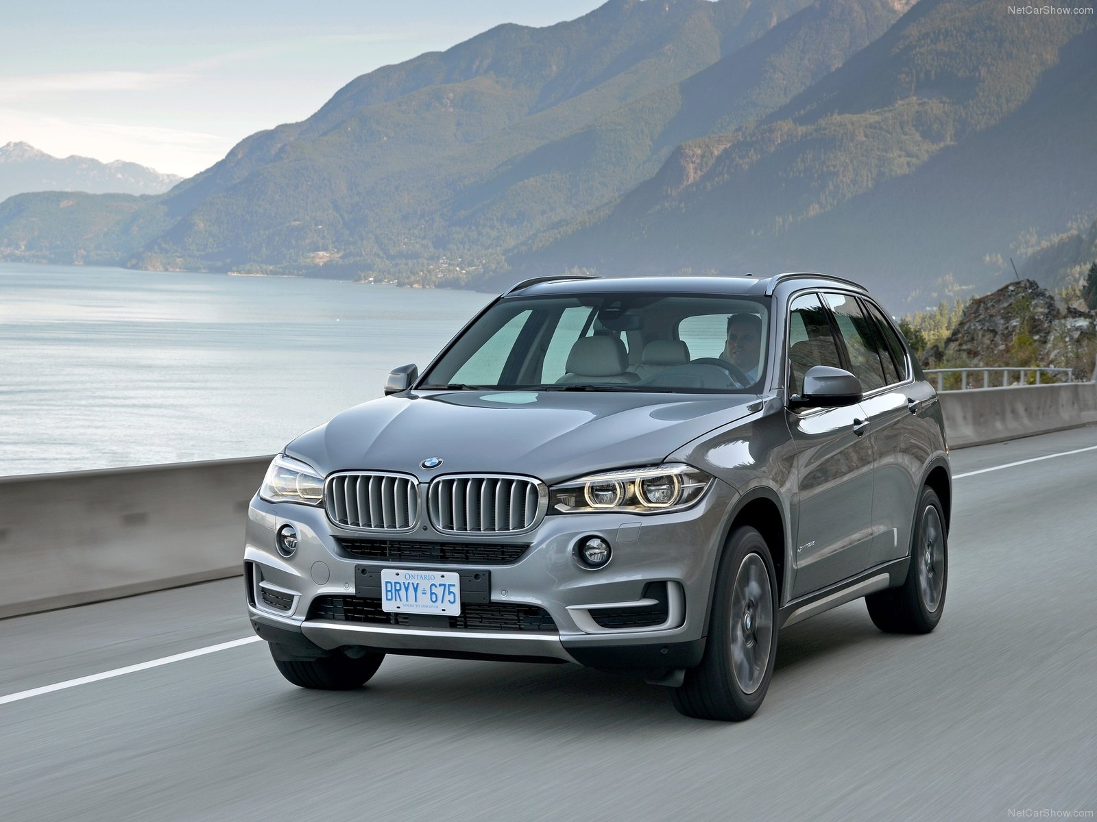 bmw recalls 2014 and 2015 x5 suvs for airbag problems autoevolution. Black Bedroom Furniture Sets. Home Design Ideas