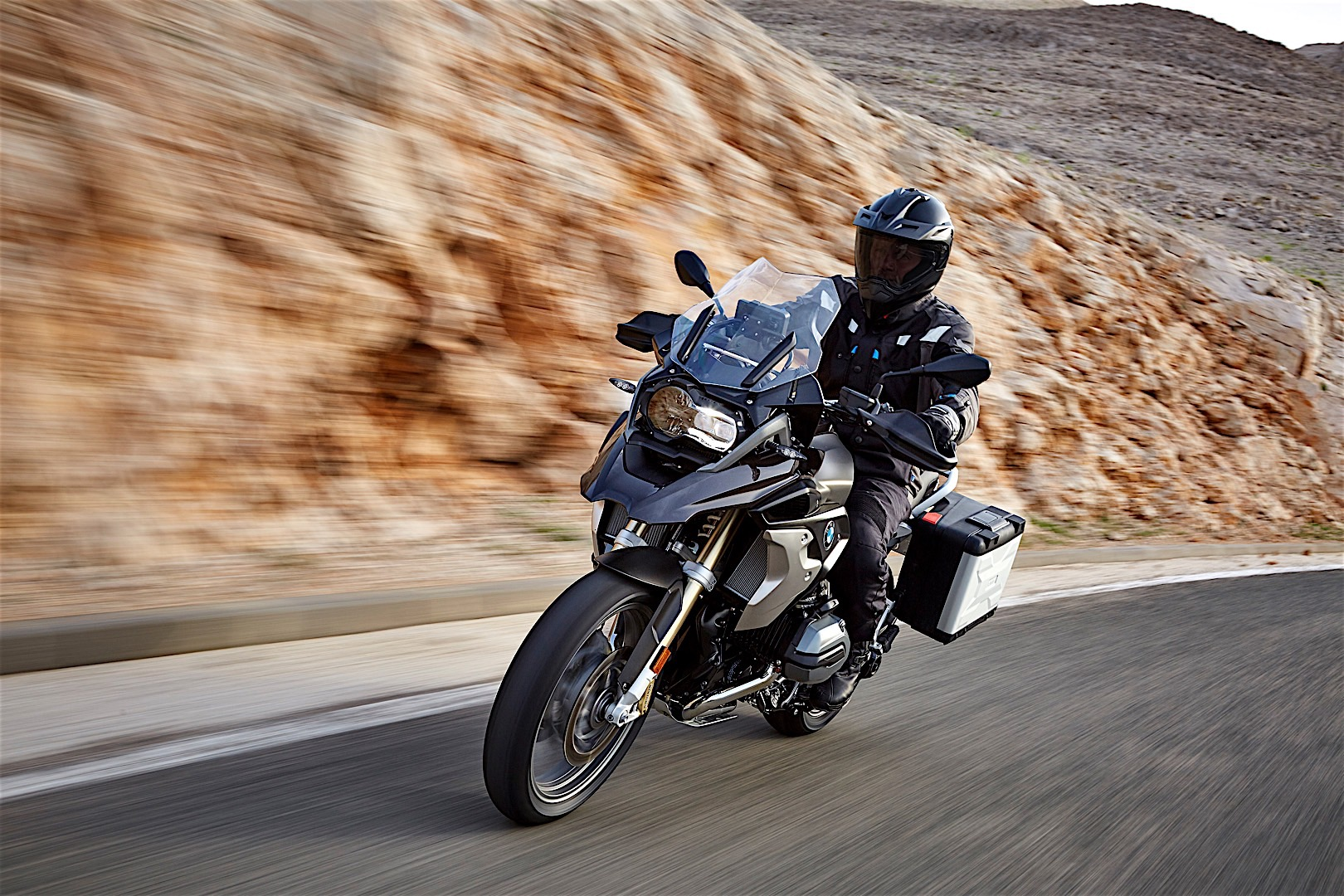bmw reveals updated 2017 r 1200 gs at eicma autoevolution. Black Bedroom Furniture Sets. Home Design Ideas