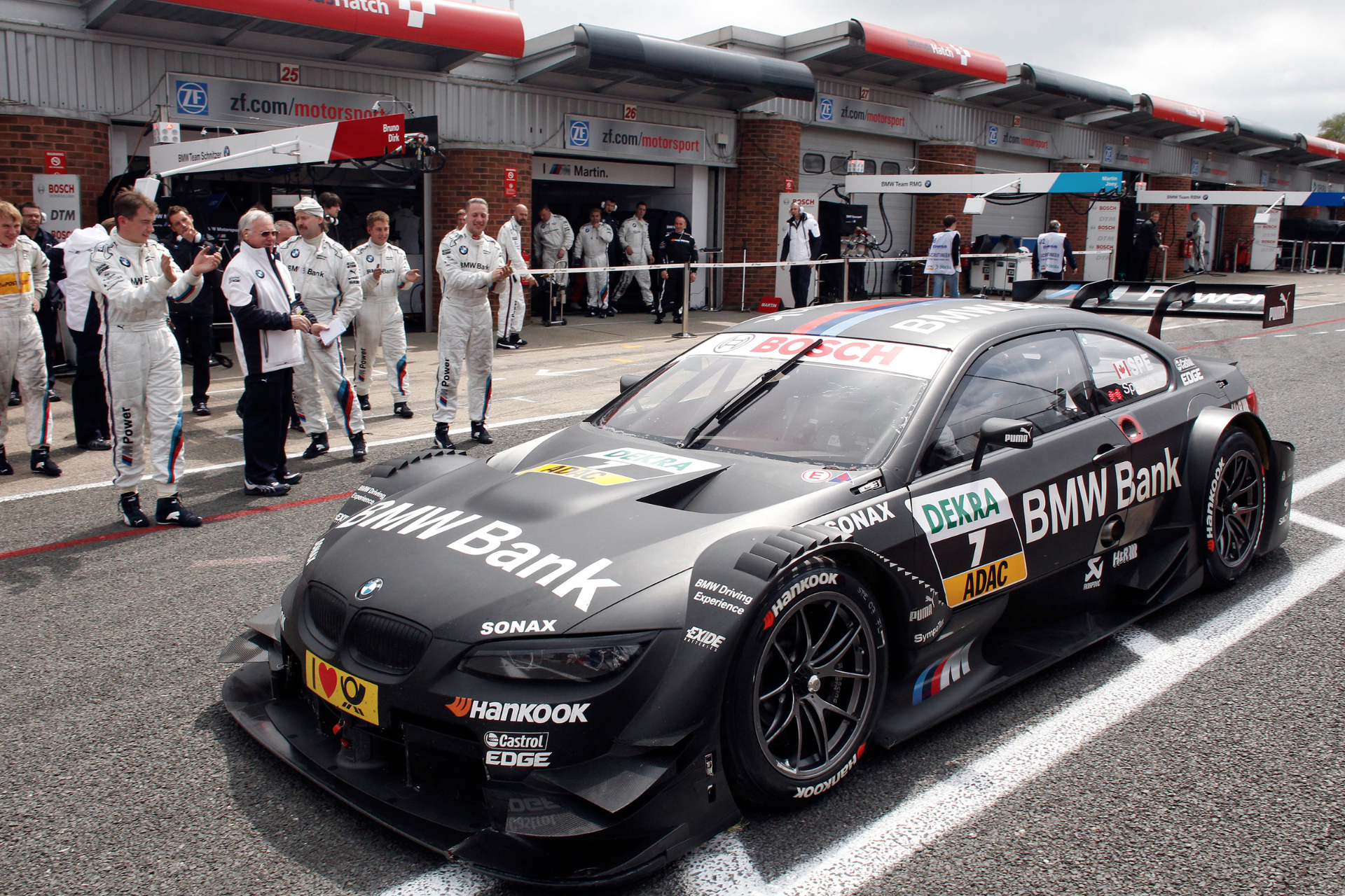 BMW Team Schnitzer Names Top Pit Crew of 2013 - autoevolution