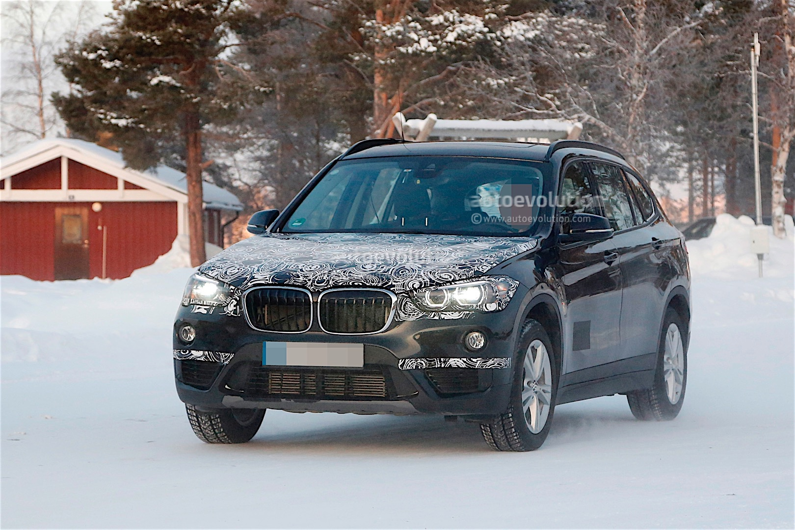 bmw x1 with long wheelbase spied with little camouflage autoevolution. Black Bedroom Furniture Sets. Home Design Ideas