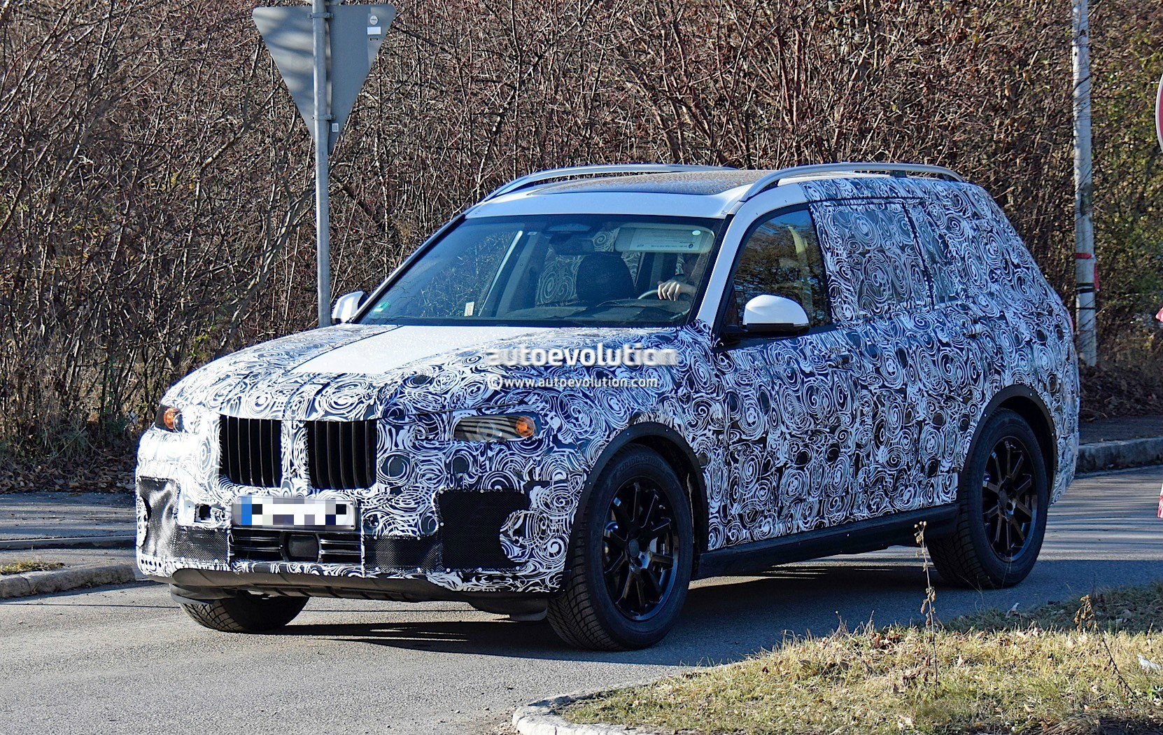 Bmw X7 Could Get Coupe Styled Big Brother It Might Be Named X8