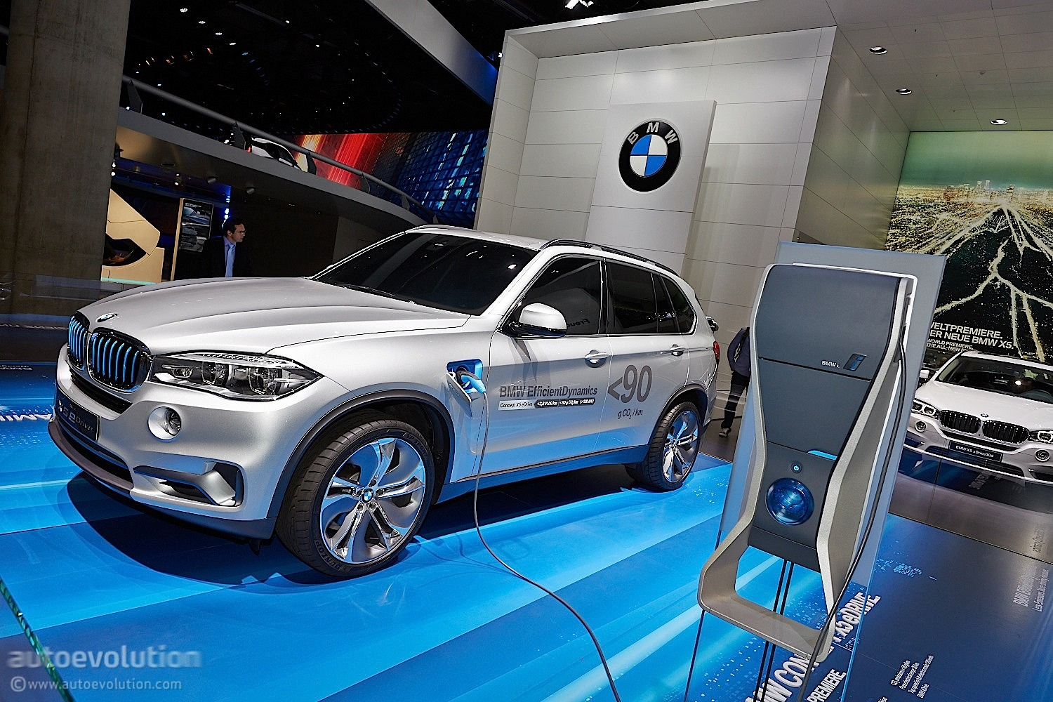 bmw s plug in hybrid x5 xdrive40e will enter production in april to be presented at geneva. Black Bedroom Furniture Sets. Home Design Ideas