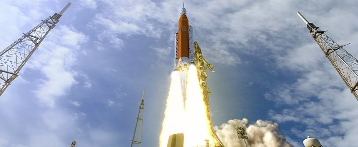 Boeing S Rocket To Go To Mars And Retrieve Elon Musk S
