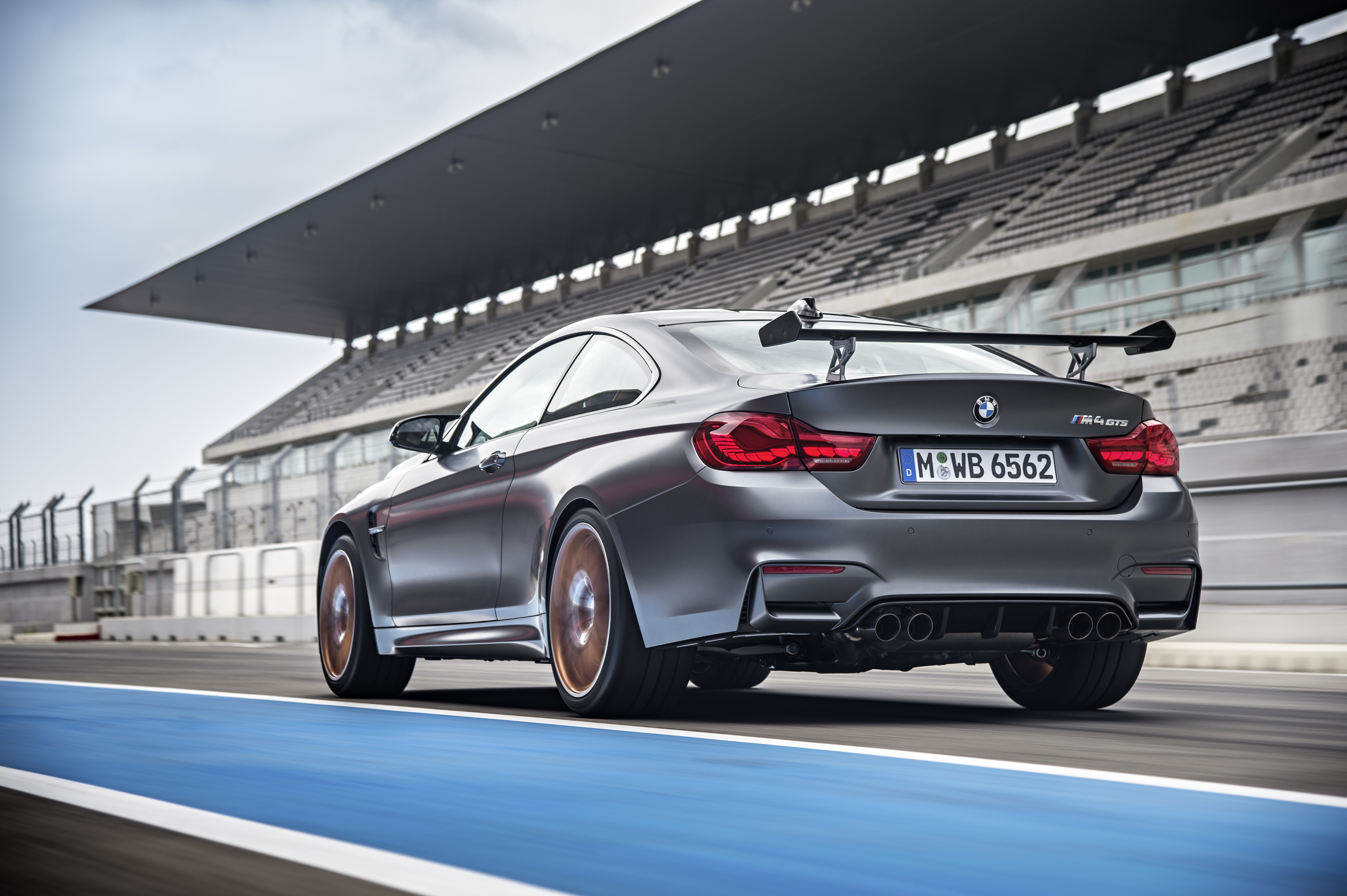 Bon ... BMW M4 GTS ...