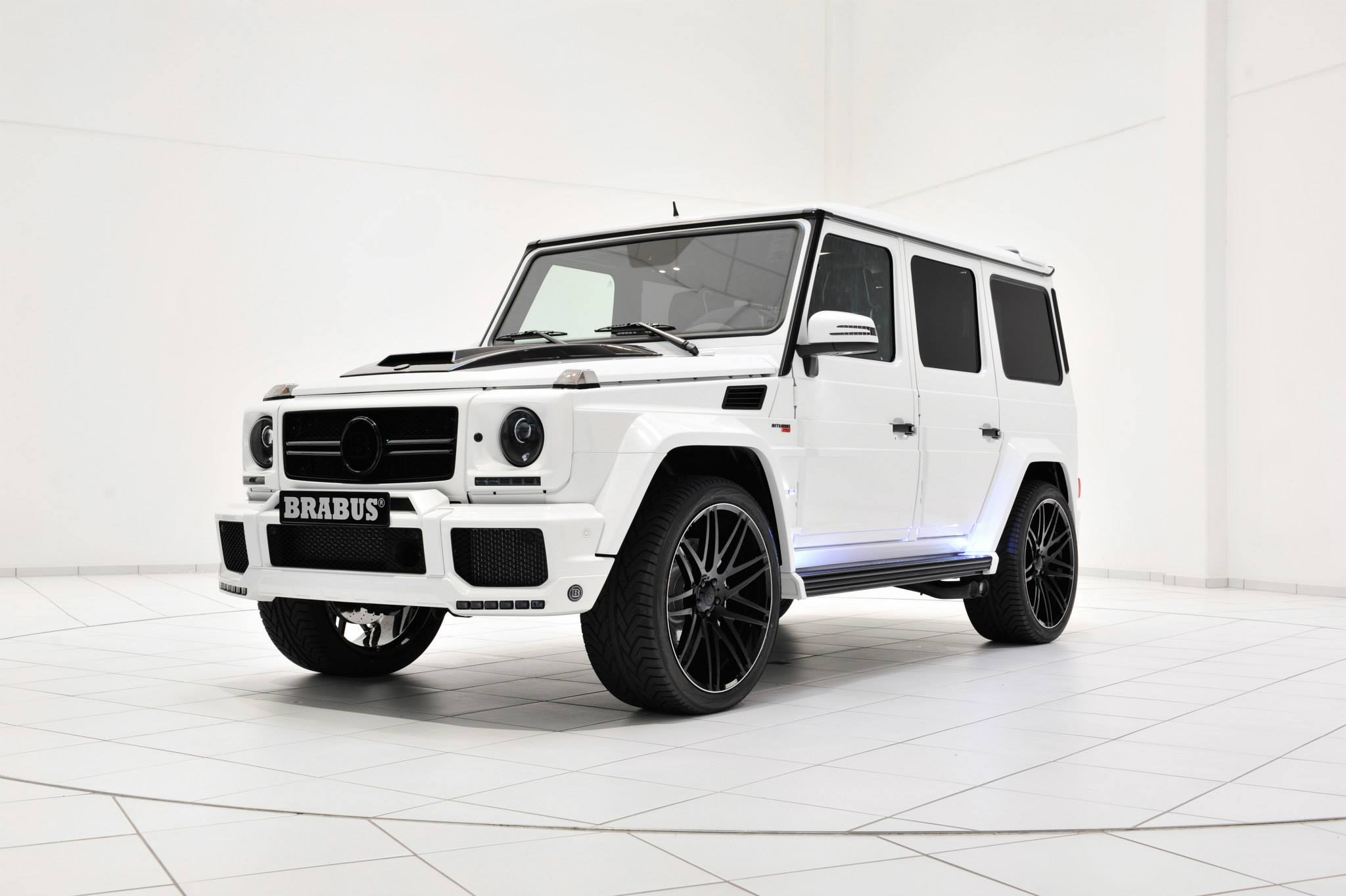 brabus 700 puts a stormtrooper look on the g63 amg autoevolution. Black Bedroom Furniture Sets. Home Design Ideas