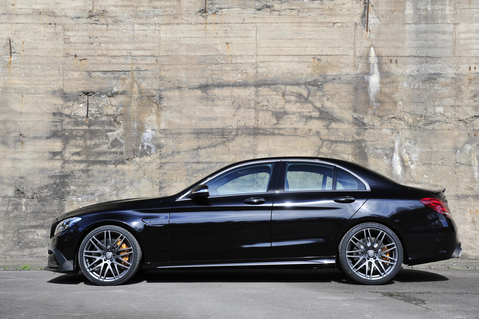 Brabus Makes The 2016 Mercedes Amg C63 S Even More Interesting With 600hp Heads To Iaas