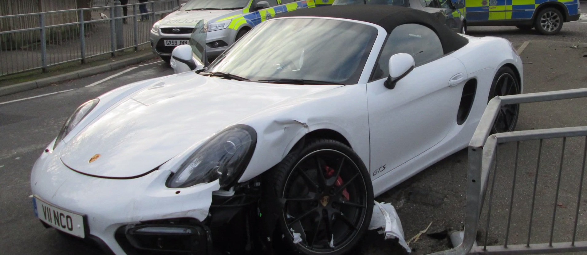 brand new porsche boxster gts gets stolen and totaled police chase footage is painful. Black Bedroom Furniture Sets. Home Design Ideas