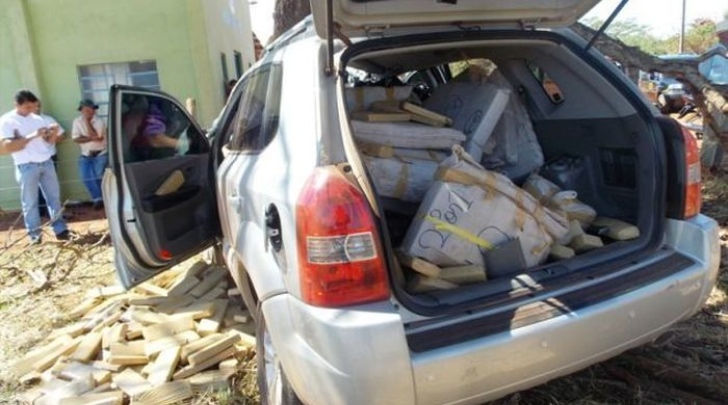 Brazilian Trafficker Killed by Half-Ton of Drugs in Crash [Video]