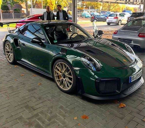 british racing green 2018 porsche 911 gt2 rs is dressed. Black Bedroom Furniture Sets. Home Design Ideas