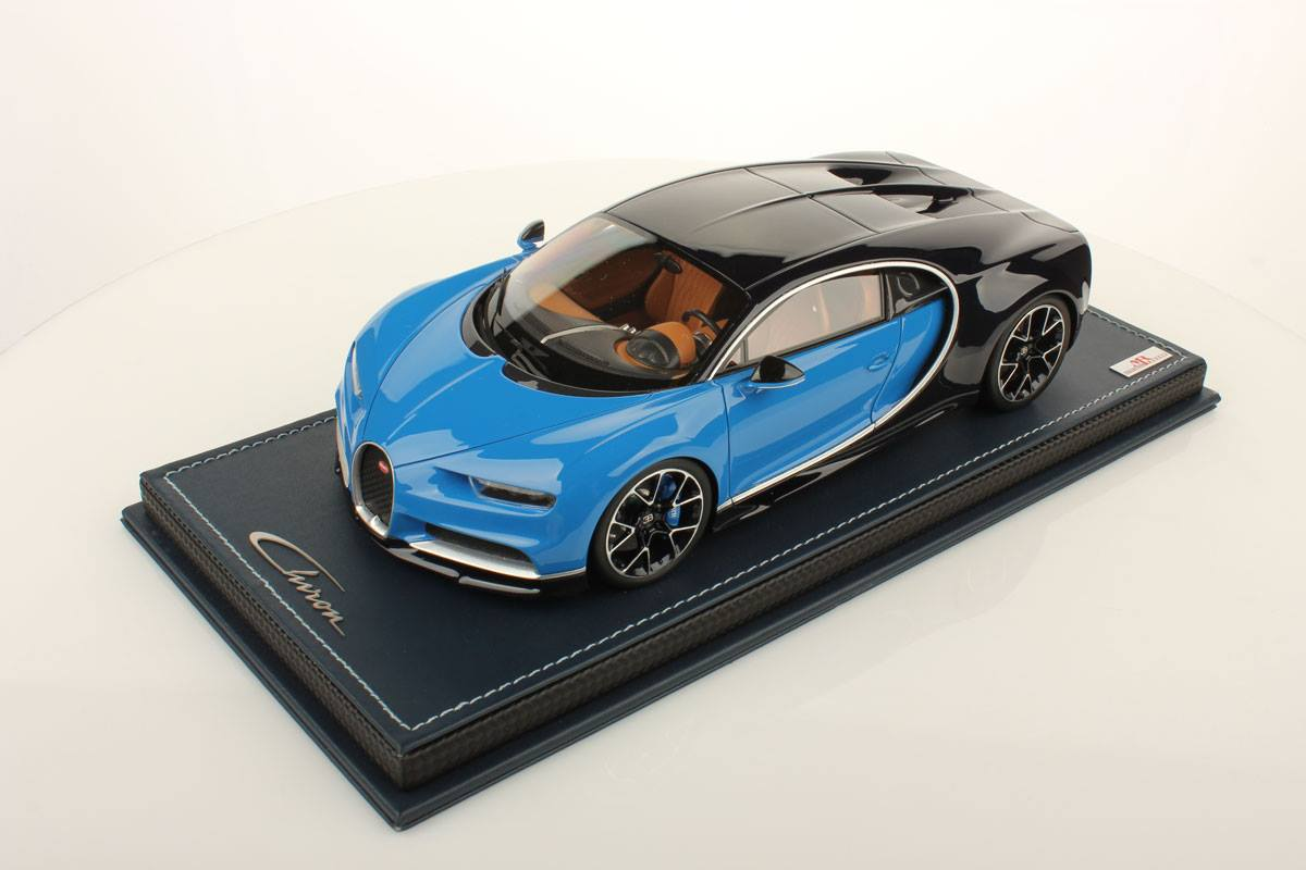 bugatti chiron 1:18 scale model comes with accurate details and