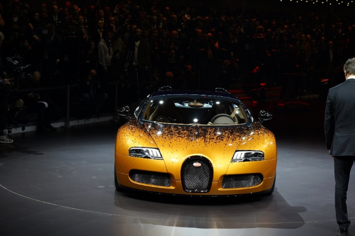 Bugatti Veyron Grand Sport Venet Is a Rusty Piece of Geneva Art [Live Photos]