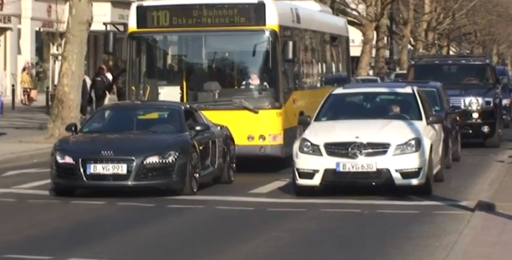 C63 AMG Smokes an Audi R8 from the Stop Light [Video]