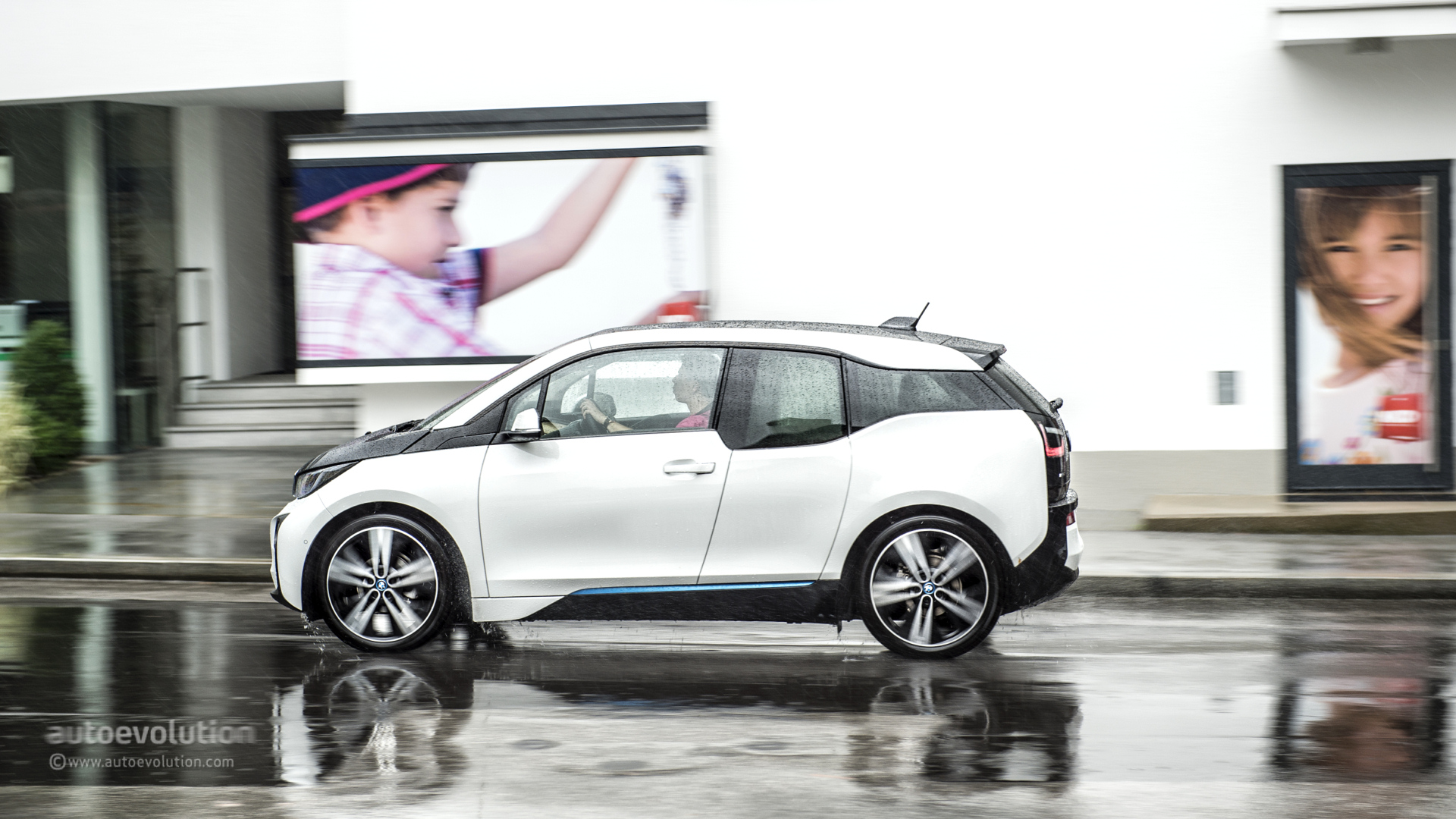 California Hosts The First Standalone Bmw Electric Car Sales And Service Facility In The Us