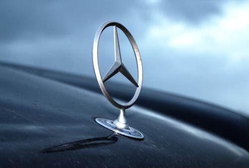 Car logos history and origins autoevolution for Tri star mercedes benz