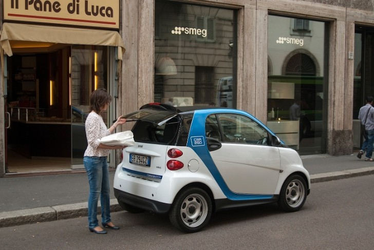 car2go share a smart fortwo arrives in milan autoevolution. Black Bedroom Furniture Sets. Home Design Ideas