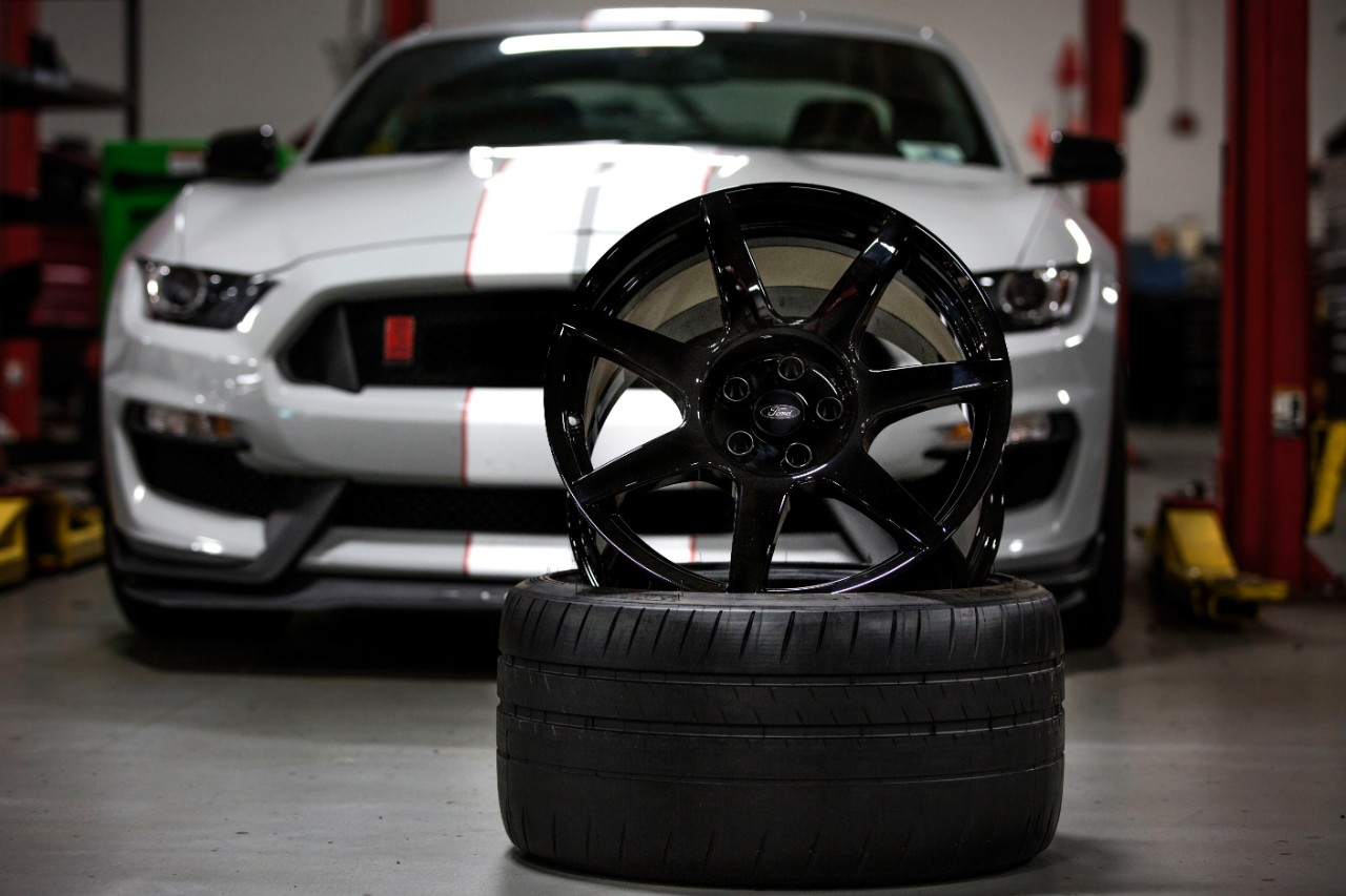 carbon fiber mustang wheels shelby gt350r piece party autoevolution