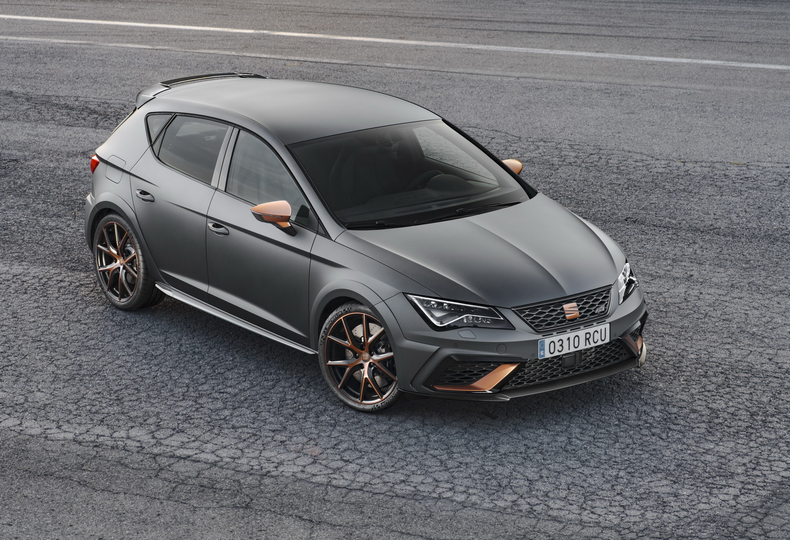 carbon trim makes seat leon cupra r a sexier gti clubsport s