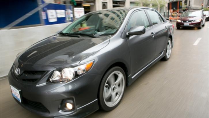 Cars.com Puts the Toyota Corolla Against the Honda Civic - autoevolution