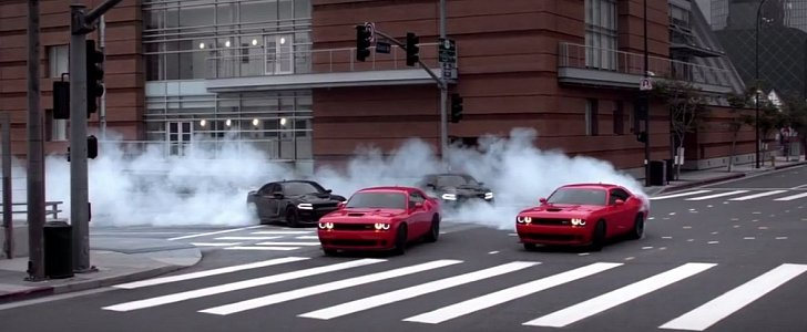 Dodge Durango Reviews >> Dodge Challenger Hellcats and Charger Hellcats Go for a Group Drift in Latest Ad - autoevolution