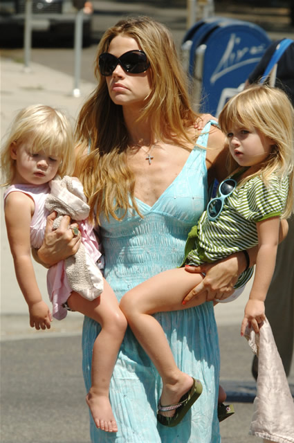 Charlie Sheen's Daughters Unhurt after Car Crash ...